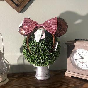 Minnie Mouse ear headband!